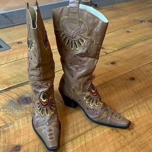 Dollhouse embellished western boots 7.5